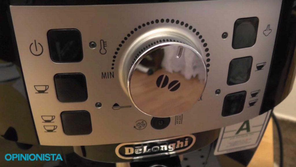 ECAM 22.110.SB cafetera espresso automática botón principal